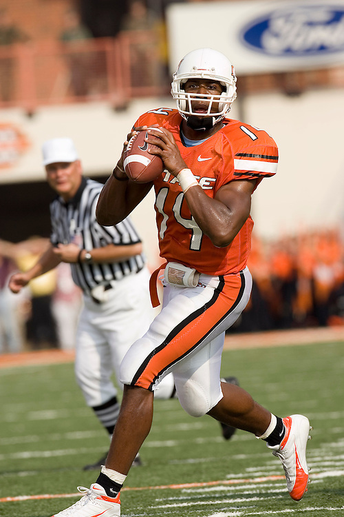 Oklahoma State Cowboys quarterback Bobby Reid looks downfield for a receiver to pass the ball during a 34 to 0 loss to the Colorado Buffaloes on October 1, 2005 at Boone Pickens Stadium in Stillwater, Oklahoma.