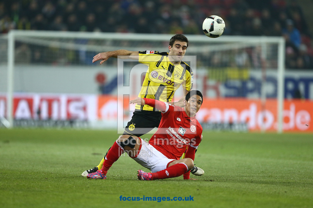 Yoshinori Muto of FSV Mainz 05 and Sokratis Papastathopoulos of Borussia Monchengladbach during the Bundesliga match at Coface Arena, Mainz<br /> Picture by EXPA Pictures/Focus Images Ltd 07814482222<br /> 29/01/2017<br /> *** UK &amp; IRELAND ONLY ***<br /> <br /> EXPA-EIB-170129-0156.jpg