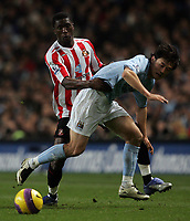 Photo: Paul Thomas/Sportsbeat Images.<br /> Manchester City v Sunderland. The FA Barclays Premiership. 05/11/2007.<br /> <br /> Sunderland's Dickson Etuhu (L) pushes off City's Jihai Sun.