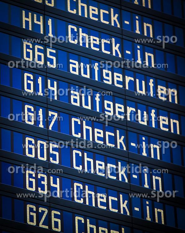 THEMENBILD, Airport Muenchen, Franz Josef Strauß (IATA: MUC, ICAO: EDDM), Der Flughafen Muenchen zählt zu den groessten Drehkreuzen Europas, rund 100 Fluggesellschaften verbinden ihn mit 230 Zielen in 70 Laendern, im Bild Flug Informationstafel // THEME IMAGE, FEATURE - Airport Munich, Franz Josef Strauss (IATA: MUC, ICAO: EDDM), The airport Munich is one of the largest hubs in Europe, approximately 100 airlines connect it to 230 destinations in 70 countries. picture shows: Flight information board, Munich, Germany on 2012/05/06. EXPA Pictures © 2012, PhotoCredit: EXPA/ Juergen Feichter