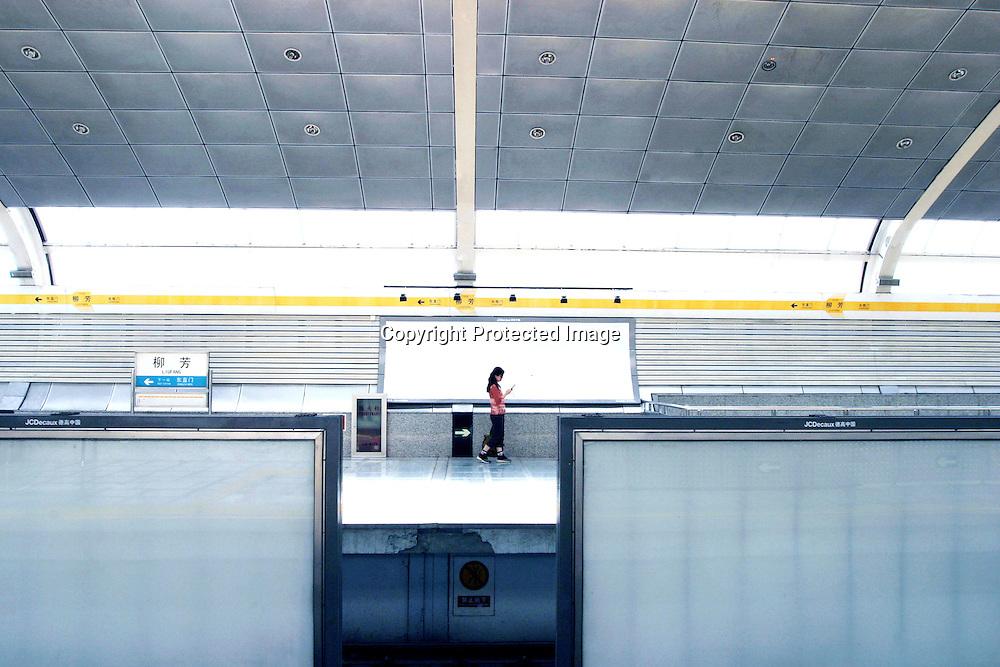 BEIJING, 2. AUGUST 2006: eine Haltestelle auf Linie 13.