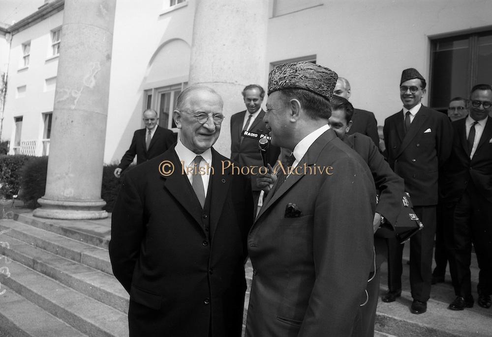 17/7/1964<br /> 7/17/1964<br /> 17 July 1964<br /> <br /> Ayub Khan President of Pakistan speaking with Irish President Éamon de Valera at Aras an Uachtarain
