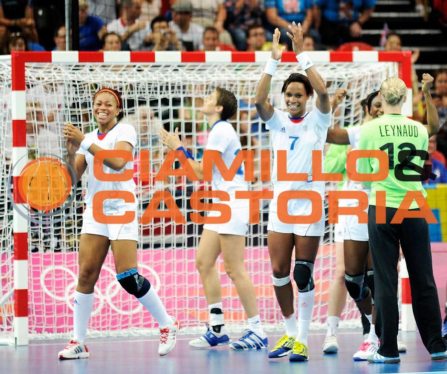 DESCRIZIONE : France Handball Jeux Olympiques Londres GIOCATORE : Kanto Tervel Pineau Lacrabere Dembele Leynaud  FRA SQUADRA : France Femme DATA : 2012-08-11CATEGORIA : SPORT : HandBall AUTORE : AGENZIA CIAMILLO & CASTORIA/G.Ciamillo