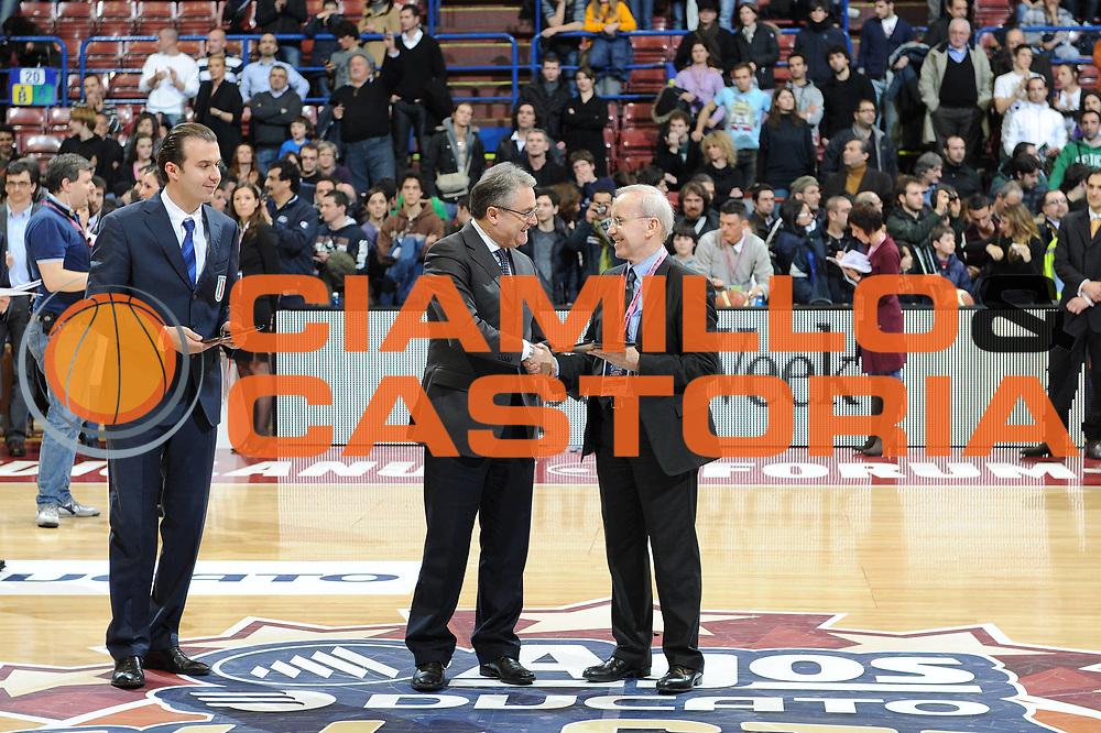 DESCRIZIONE : Milano Agos Ducato All Star Game 2011<br /> GIOCATORE : Dan Peterson Renzi<br /> SQUADRA : Italia Naionale All Star Team<br /> EVENTO : All Star Game 2011<br /> GARA : Italia All Star Team<br /> DATA : 13/03/2011<br /> CATEGORIA : premio premiazione<br /> SPORT : Pallacanestro<br /> AUTORE : Agenzia Ciamillo-Castoria/C.De Massis<br /> Galleria : FIP Nazionali 2011<br /> Fotonotizia :  Milano Agos Ducato All Star Game 2011<br /> Predefinita :
