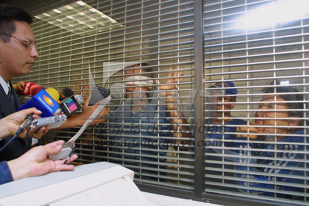 Almoloya de Juarez, M&eacute;x.- El secretario de juzgado primero en el penal estatal de Santiaguito, da lectura la sentencia de 50 a&ntilde;os de prision y multas por mas de 500 mil pesos a Guadalupe Buendia Torres &quot;La Loba&quot;, Jose Herrera Delgado, Hugo y Maria Cristina Herrera Buendia por los delitos de homicidio calificado, lesiones, da&ntilde;o en los bienes y ocupacion de edificios para el servicio publico durante el enfrentamiento entre militantes de antorcha campesina en el municipio de Chimalhuacan. Agencia MVT / Mario V&aacute;zquez de la Torre. (DIGITAL)<br /> <br /> NO ARCHIVAR - NO ARCHIVE