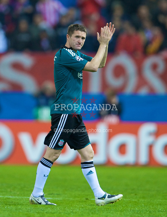 MADRID, SPAIN - Wednesday, October 22, 2008: Liverpool's Robbie Keane applauds the fans as he is substituted during the UEFA Champions League Group D match against  Club Atletico de Madrid at the Vicente Calderon. (Photo by David Rawcliffe/Propaganda)