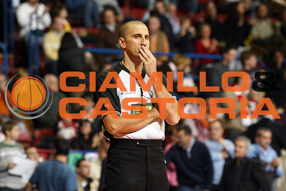 DESCRIZIONE : Milano Lega A1 2006-07 Armani Jeans Milano Angelico Biella<br /> GIOCATORE : Arbitro<br /> SQUADRA : <br /> EVENTO : Campionato Lega A1 2006-2007 <br /> GARA : Armani Jeans Milano Angelico Biella <br /> DATA : 04/11/2006 <br /> CATEGORIA : Ritratto<br /> SPORT : Pallacanestro <br /> AUTORE : Agenzia Ciamillo-Castoria/G.Cottini