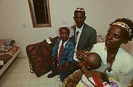 """family Ambo: new immigrants from Ethiopia, """"Falashmuras"""": Christians converted to Judaism  givaat amatos, Jerusalem  Israel     /// arrivee de nouveau amigrants  """"Falashmuras"""" d'Etiopie;  famille ambo  givaat amatos, Jerusalem  Israel Chretiens  du Gundar en cours de conversion au judaisme descendant de la tribu de Dan  /// R00287/    L004348  /  P0007191"""