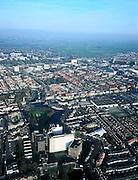 Nederland, Zuid-Holland, Leiden, 01-12-2005; luchtfoto (25% toeslag); voormalige Meelfabriek 'De Sleutels' aan de Oosterkerksingel, herkenbaar is ook de structuur van de voormalige vestingswerken (uitstekende punten) aan de Zijlsingel; daarachter het Noorderkwartier en naar de horizon de nieuwbouw van Leiden-Noord (Merenwijk) en het begin van de Kagerplassen; de voormalige Meelfabriek behoort tot het industrieel en cultureel erfgoed; monumenten, stadsontwikkeling, binnenstad.foto Siebe Swart