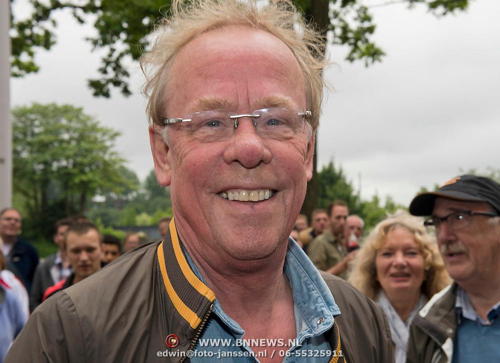 Amsterdam, 03-07-2013. Oud-Ajaxied Sjaak Swart wordt 75 jaar en krijgt een jubileumwedstrijd in het Olympisch Stadion te Amsterdam. Vele oud-Ajax gedienden waren uitgenodigd. Mr. Ajax - Sjaak Swart maakte deel uit van oud-Ajax elftal. Foto: Jack Spijkerman.