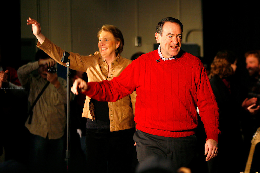 Londonderry, New Hampshire, USA, 20080105: Presidential Hopeful Mike Huckabee(R) and his wife Janet campaigning at the Londonderry Middle School.....Photo: Orjan F: Ellingvag/ Dagens Naringsliv