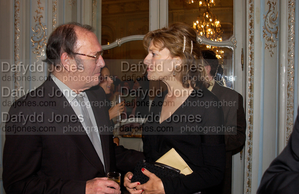 Flora Fraser and Harold Pinter, Flora Fraser launch party for her book ' Princesses the Daughters of George 111' the Savile club, Brook St. 14 September 2004. SUPPLIED FOR ONE-TIME USE ONLY-DO NOT ARCHIVE. © Copyright Photograph by Dafydd Jones 66 Stockwell Park Rd. London SW9 0DA Tel 020 7733 0108 www.dafjones.com