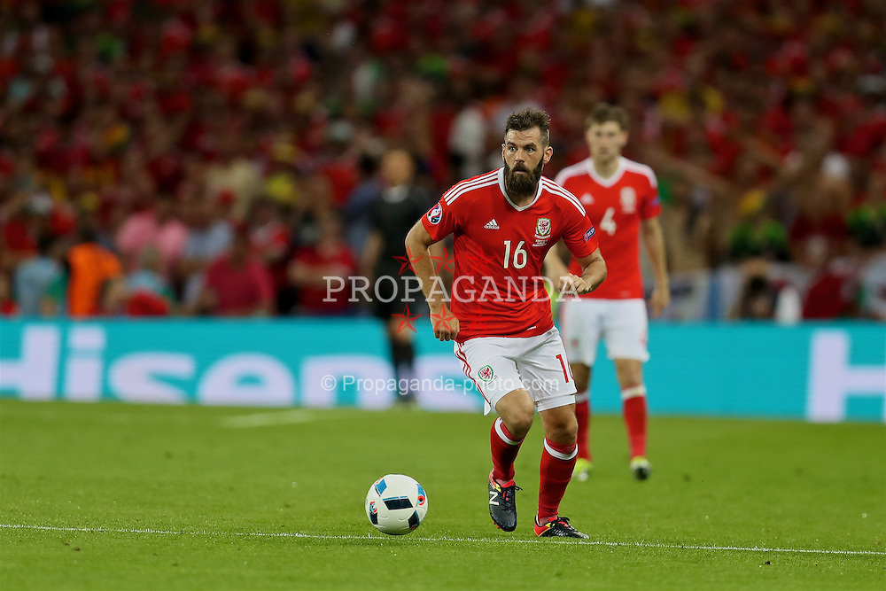 TOULOUSE, FRANCE - Monday, June 20, 2016: Wales' Joe Ledley in action against Russia during the final Group B UEFA Euro 2016 Championship match at Stadium de Toulouse. (Pic by David Rawcliffe/Propaganda)