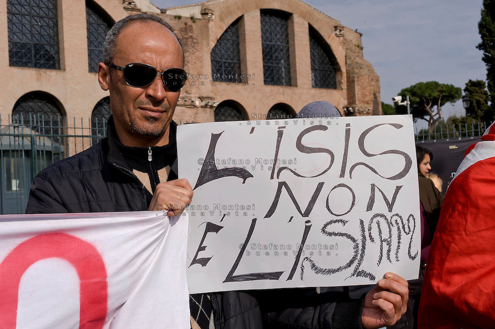Roma 21 Marzo 2015<br /> Manifestazione della comunit&agrave; tunisina di Roma, in piazza della Repubblica, per condannare  l&rsquo;attentato da parte di terroristi islamici, al museo Bardo di Tunisi e per esprimere solidariet&agrave; alle famiglie delle vittime.<br /> Rome March 21, 2015<br /> Demostration of the Tunisian community of Rome, in Piazza della Repubblica,for condemn the attack by Islamic terrorists, the Bardo Museum in Tunis and to express solidarity with the families of the victims.
