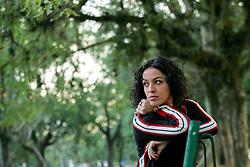 A filósofa e apresentadora do programa 'Saia Justa', do canal GNT, Marcia Tiburi, posa para fotos no parque da Redenção, em Porto Alegre. FOTO: Jefferson Bernardes/Preview.com