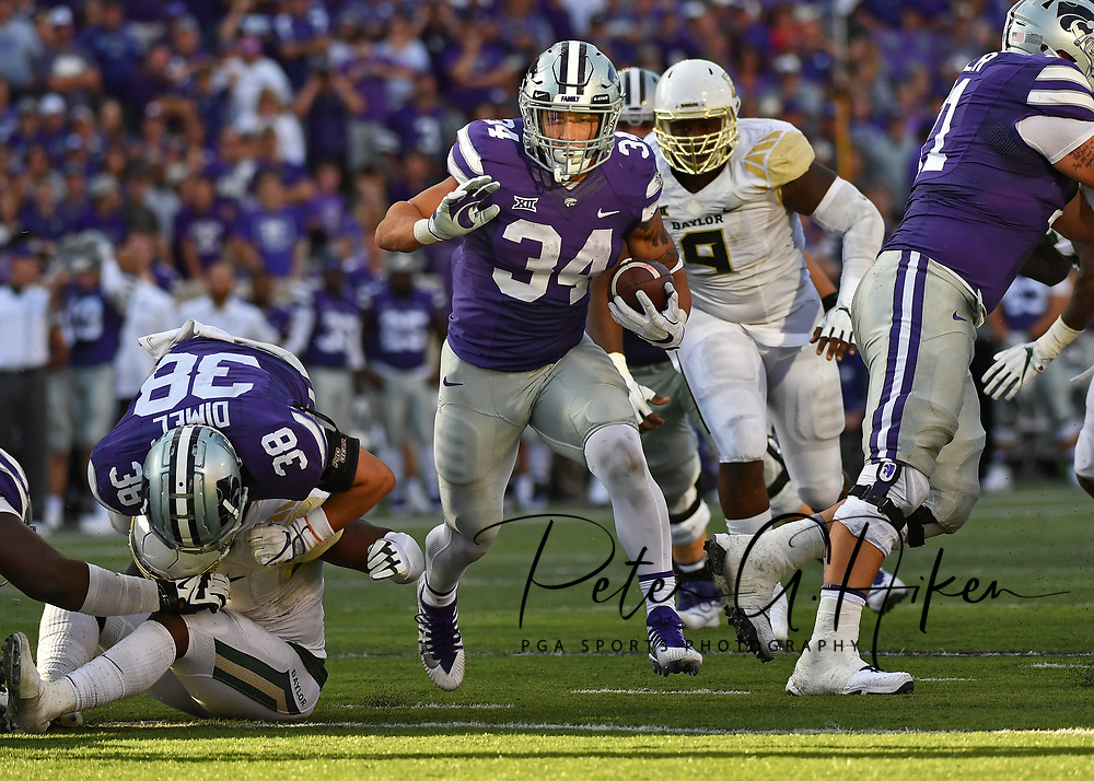 MANHATTAN, KS - SEPTEMBER 30:  Running back Alex Barnes #34 of the Kansas State Wildcats rushes up field against the Baylor Bears during the second half on September 30, 2017 at Bill Snyder Family Stadium in Manhattan, Kansas.  (Photo by Peter G. Aiken/Getty Images) *** Local Caption *** Alex Barnes