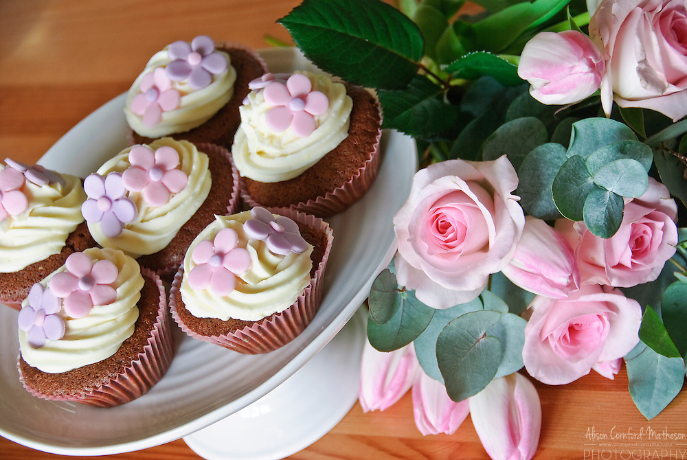 Pretty Cupcakes and roses