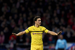 November 6, 2018 - Madrid, Spain - Thomas Delaney of Borussia Dortmund gives instructions  during the Group A match of the UEFA Champions League between Atletico de Madrid and Borussia Dortmund at Wanda Metropolitano Stadium, Madrid on November 06 of 2018. (Credit Image: © Jose Breton/NurPhoto via ZUMA Press)