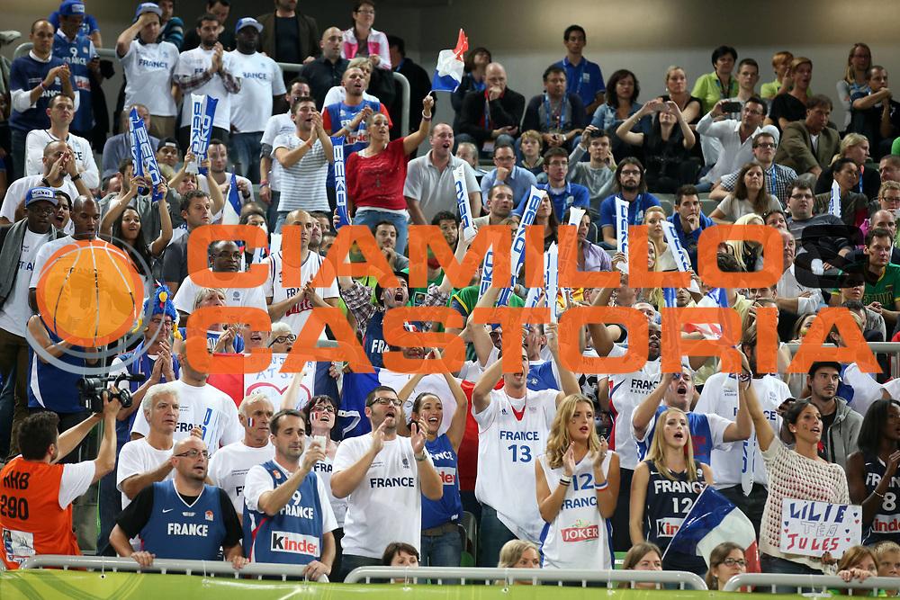 DESCRIZIONE : Lubiana Ljubliana Slovenia Eurobasket Men 2013 Finale Final Francia France Lituania Lithuania<br /> GIOCATORE : Tifosi Francia Supporters Fans France<br /> CATEGORIA : esultanza jubilation tifosi supporters<br /> SQUADRA : Francia France<br /> EVENTO : Eurobasket Men 2013<br /> GARA : Francia France Lituania Lithuania<br /> DATA : 22/09/2013 <br /> SPORT : Pallacanestro <br /> AUTORE : Agenzia Ciamillo-Castoria/ElioCastoria<br /> Galleria : Eurobasket Men 2013<br /> Fotonotizia : Lubiana Ljubliana Slovenia Eurobasket Men 2013 Finale Final Francia France Lituania Lithuania<br /> Predefinita :