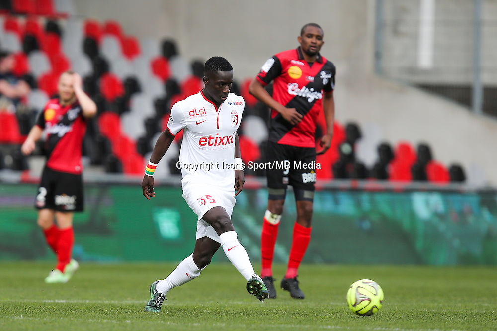 Idrissa GUEYE  - 08.03.2015 - Guingamp / Lille - 28eme journee de Ligue 1 <br /> Photo : Vincent Michel / Icon Sport