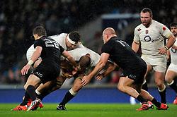 England captain Chris Robshaw takes on the New Zealand defence - Photo mandatory by-line: Patrick Khachfe/JMP - Mobile: 07966 386802 08/11/2014 - SPORT - RUGBY UNION - London - Twickenham Stadium - England v New Zealand - 2014 QBE Internationals