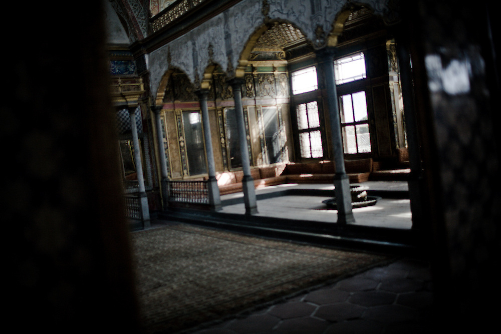 Istanbul is a fascinating city at the gateway between Europe and Asia.Topkapi Palace - Harem. Sultanahmet