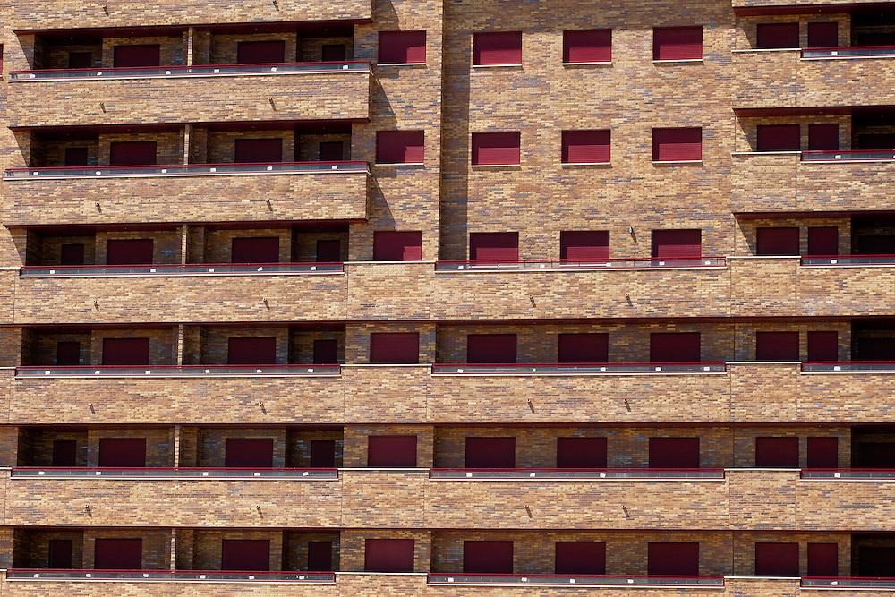 """SPAIN - Spanien - Economical Crisis in Spain; DIE KRISE: die Regierung Zapatero hat ein drastische Sparprogramm verabschiedet, die Gerwerkschaften drohen mit Generalstreik; Spanien hat eine extrem hohe Arbeitslosigkeit (20%), gewaltige Staatsschulden und eine schwere Immobilienkrise; HIER: Seseña - Provinz Toledo: riesiges Immobiliienprojekt; """"Residencial Francisco Hernando"""";Neubauten, Wohungen für ca. 40 Tsd Menschen, in dem Viertel leben aber bisher nur ca. 4 Tsd Menschen; Wohnungen werden zum Verkauf angeboten...; 15.06.2010; ©  christian  JUNGEBLODT."""
