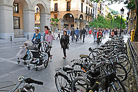 City centre, San Sebastian, Donostia, Spain, city centre, pedestrianized, street, bicycles, May, 2015, 201505080954<br />