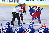 """5.2.2011, Olympiastadion, Helsinki..J??kiekon SM-liiga 2010-11. """"Talviklassikko"""" Jokerit - HIFK..Aloittamassa Heikki Riihiranta (HIFK) & Otakar Janecky (Jokerit)..©Juha Tamminen."""