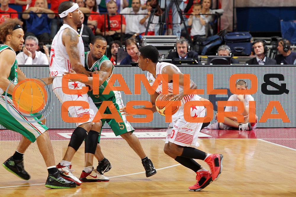 DESCRIZIONE : Milano Lega A 2009-10 Playoff Finale Gara 3 Armani Jeans Milano Montepaschi Siena<br /> GIOCATORE : Morris Finley<br /> SQUADRA : Armani Jeans Milano<br /> EVENTO : Campionato Lega A 2009-2010 <br /> GARA : Armani Jeans Milano Montepaschi Siena<br /> DATA : 17/06/2010<br /> CATEGORIA : Palleggio<br /> SPORT : Pallacanestro <br /> AUTORE : Agenzia Ciamillo-Castoria/G.Cottini<br /> Galleria : Lega Basket A 2009-2010 <br /> Fotonotizia : Milano Lega A 2009-10 Playoff Finale Gara 3 Armani Jeans Milano Montepaschi Siena<br /> Predefinita :