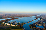 Nederland, Zuid-Holland, Gemeente  Nissewaard, 07-02-2018; Voorne-Putten, Beerenplaat met productielocatie voor drinkwater Berenplaat van drinkwaterbedrijf Evides aan de Oude Maas. Production location for drinking water Berenplaat of drinking water company Evides.<br /> luchtfoto (toeslag op standard tarieven);<br /> aerial photo (additional fee required);<br /> copyright foto/photo Siebe Swart