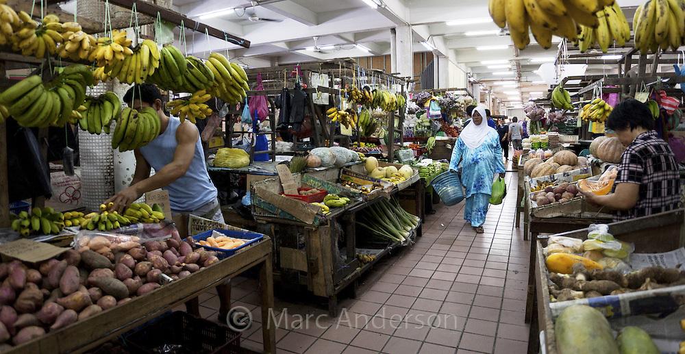 People shopping at a local food market, Kota Kinabalu, Sabah, Malaysia