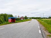 Nedre Soppero (finska: Ala-Soppero; nordsamiska: Vuolle Sohppar, en by i Jukkasjärvi socken, Kiruna kommun. Orten ligger på östra sidan av Lainioälven och delas i två delar av E45, som går rakt genom byn. Nedre Soppero ligger 58 kilometer söder om Karesuando och 45 kilometer norr om Vittangi. Avståndet till Övre Soppero är cirka 6 kilometer. I byn finns ett kapell som byggdes av byborna i slutet av 1950-talet och en tillhörande klockstapel med en kyrkklocka från 1895 skänkt av Vittangi församling. Bland företagen i byn finns en stugby och ett företag inriktat på traditionell samisk slöjd. I Nedre Soppero finns också en sameby. <br /> I juli 2016 fanns det enligt Ratsit 28 personer över 16 år registrerade med Nedre Soppero som adress. (Wiki)