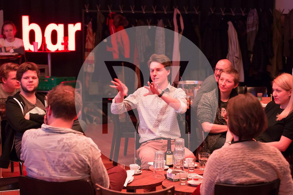 SCHWEIZ - ZÜRICH - Koni Wäch (L), Eve&Rave Schweiz; David Bucheli (M), s+f; Friederike Höfer (L), PUK Zürich; am science+fiction bei Karl: Rauschlabor - Drinks und Debatten, im Karl der Grosse - 22. März 2018 © Raphael Hünerfauth - http://huenerfauth.ch