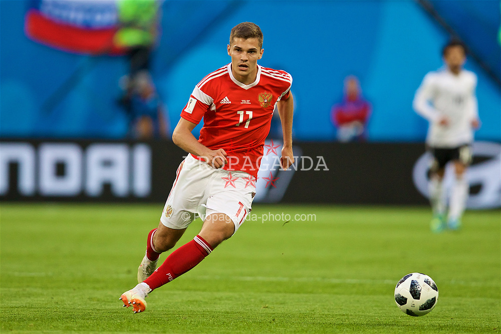 SAINT PETERSBURG, RUSSIA - Tuesday, June 19, 2018: Russia's Roman Zobnin during the FIFA World Cup Russia 2018 Group A match between Russia and Egypt at the Saint Petersburg Stadium. (Pic by David Rawcliffe/Propaganda)