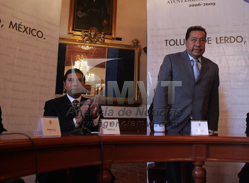 Toluca, Mex.- Juan Rodolfo Sanchez Gomez, Presidente Municipal de Toluca y Jose Castillo Ambriz, Magistrado Presidente del Tribunal Superior de Justica, durante la firma de convenio de la Comision de Derechos Humanos y el Ayuntamiento de Toluca, en Palacio Municipal . Agencia MVT / Javier Rodriguez. (DIGITAL)<br /> <br /> <br /> <br /> <br /> <br /> <br /> <br /> <br /> <br /> <br /> <br /> <br /> <br /> <br /> <br /> <br /> <br /> <br /> <br /> <br /> <br /> <br /> <br /> <br /> <br /> <br /> <br /> <br /> <br /> <br /> <br /> NO ARCHIVAR - NO ARCHIVE