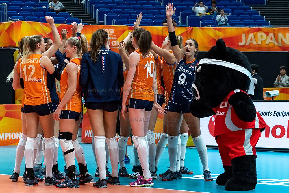 03-10-2018 JPN: World Championship Volleyball Women day 5, Yokohama<br /> Argentina - Netherlands 0-3 / Mascotte Volleyboo and Team NL, Myrthe Schoot #9 of Netherlands