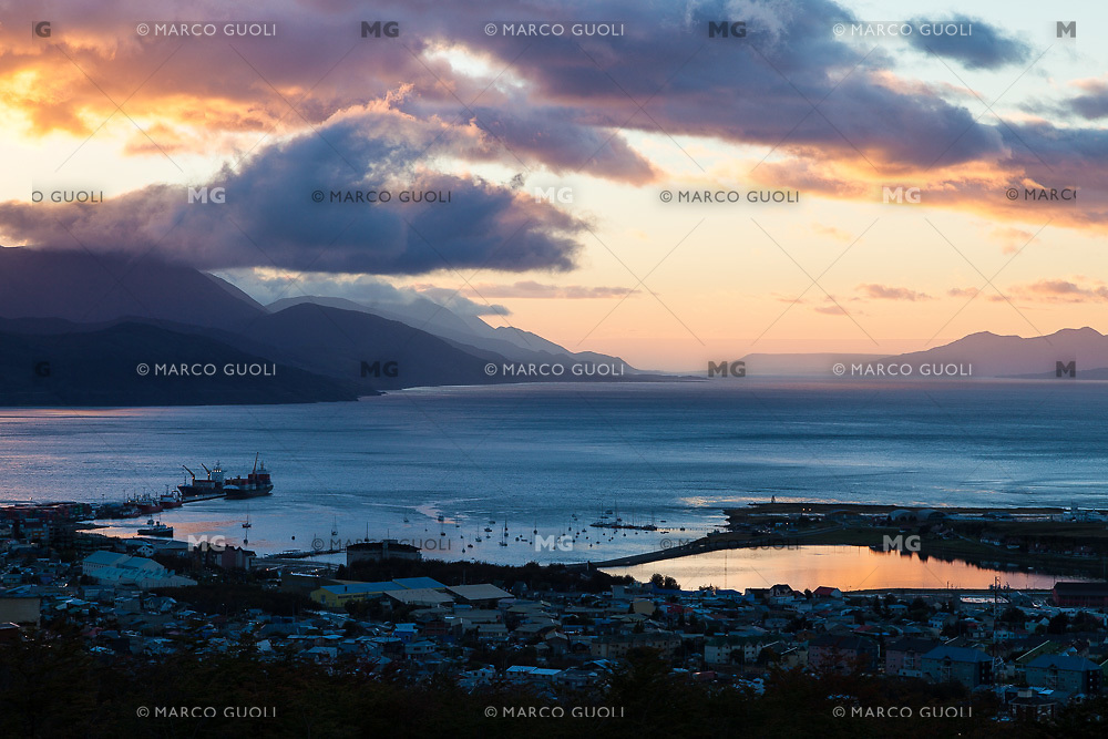 BAHIA Y CIUDAD DE USHUAIA AL AMANECER, CANAL BEAGLE AL FONDO, PROVINCIA DE TIERRA DEL FUEGO,  PATAGONIA, ARGENTINA (PHOTO BY © MARCO GUOLI - ALL RIGHTS RESERVED. CONTACT THE AUTHOR FOR ANY KIND OF IMAGE REPRODUCTION)