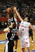 DESCRIZIONE : Roma Lega A1 2006-07 Playoff Quarti di Finale Gara 3 Lottomatica Virtus Roma Eldo Napoli<br />GIOCATORE : Roberto Chiacig Michel Morandais<br />SQUADRA : Lottomatica Virtus Roma<br />EVENTO : Campionato Lega A1 2006-2007 Playoff Quarti di Finale Gara 3 <br />GARA : Lottomatica Virtus Roma Eldo Napoli<br />DATA : 22/05/2007 <br />CATEGORIA : Rimbalzo Fallo Stoppata<br />SPORT : Pallacanestro <br />AUTORE : Agenzia Ciamillo-Castoria/G.Ciamillo