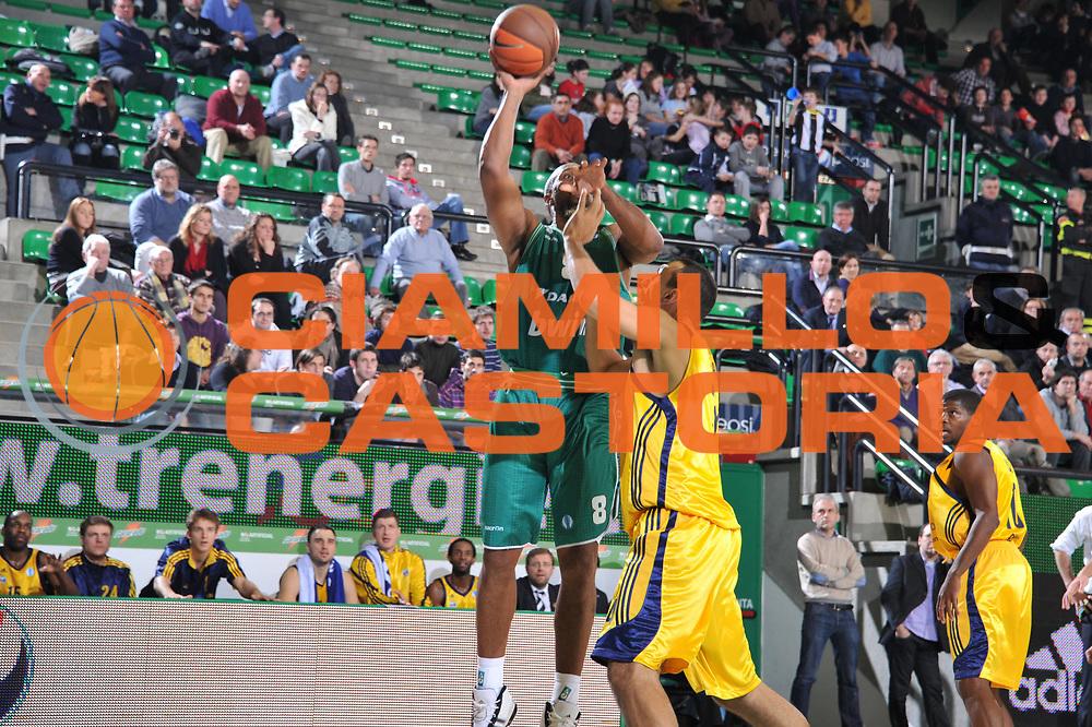 DESCRIZIONE : Treviso Lega A 2010-11 Eurocup Qualifyng Round Last 16 BWIN Benetton Treviso Alba Berlin<br /> GIOCATORE : Brian Skinner<br /> SQUADRA : BWIN Benetton Treviso Alba Berlin<br /> EVENTO : Campionato Lega A 2010-2011 <br /> GARA : BWIN Benetton Treviso Alba Berlin<br /> DATA : 18/01/2011<br /> CATEGORIA : Tiro<br /> SPORT : Pallacanestro <br /> AUTORE : Agenzia Ciamillo-Castoria/M.Gregolin<br /> Galleria : Lega Basket A 2010-2011 <br /> Fotonotizia : Treviso Lega A 2010-11 Eurocup Qualifyng Round Last 16 BWIN Benetton Treviso Alba Berlin<br /> Predefinita :