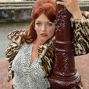NLD/Huizen/20060519 - Perspresentatie musical Wat Zien Ik, cast, Marisca van Kolck verkleed als hoer