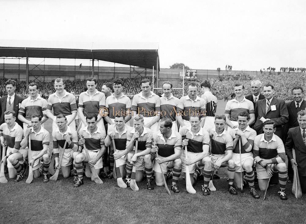 Neg No:.594/8096-8100,.5091954AISHCF,..05.09.1954, 09.05.1954, 5th September 1954,.All Ireland Senior Hurling Championship - Final,...Cork.1-9,. Wexford.1-6,...Wexford Team.Back row (from left),.Martin Flood, Nicky Rackard, Bobbie Rackard, Jim Morrissey, Nick O'Donnell, Ted B, Mick O'Hanlon, C O'R, D Hearn, Front row (from left) Jim Russell, Robert Donavan, X, Art Foley, P Kehoe, Ned W, Paddy K, Billy Rackard, X Hearne, Tim Flood, John H,..Review/check names.