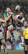 Twickenham, GREAT BRITAIN,  left, Mike BROWN and Neil DE KOCK go for the high ball, during the Guinness Premiership game Harlequins [Quins] vs Saracens at the Stoop, Middx, 22/12/2007  [Mandatory Credit Peter Spurrier/Intersport Images]