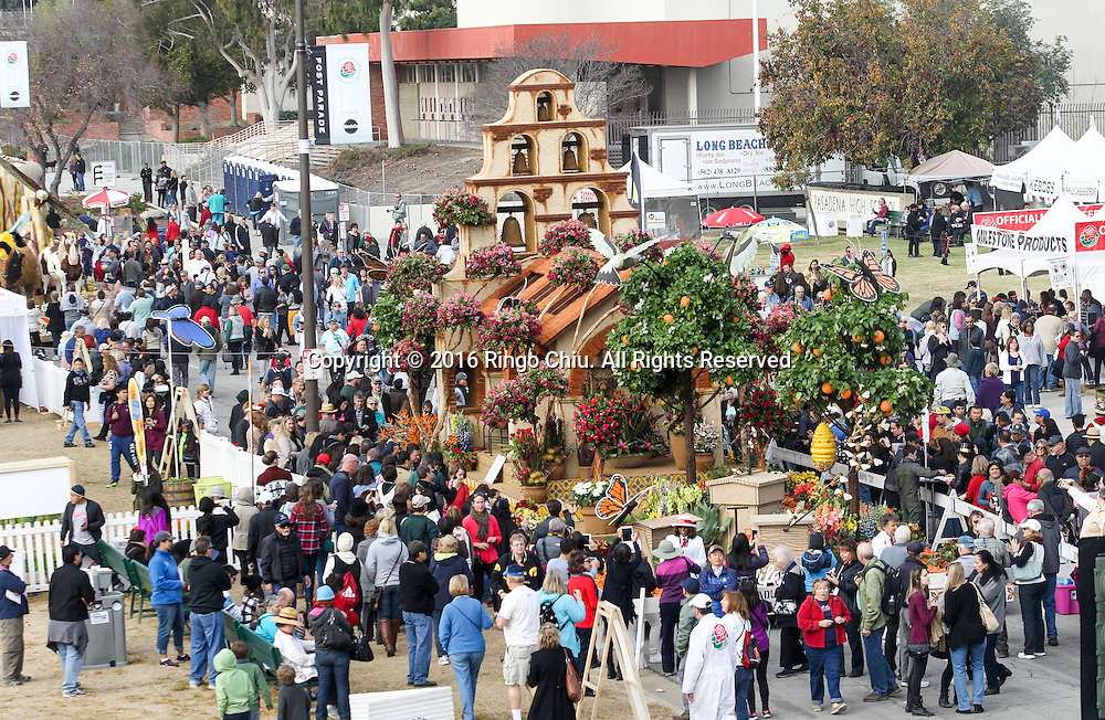Thousands floats viewers  take an up-close look at the floats during the 127th Rose Parade's Showcase of Floats on Saturday, January 2, 2016 in Pasadena, California.(Photo by Ringo Chiu/PHOTOFORMULA.com)<br /> <br /> Usage Notes: This content is intended for editorial use only. For other uses, additional clearances may be required.