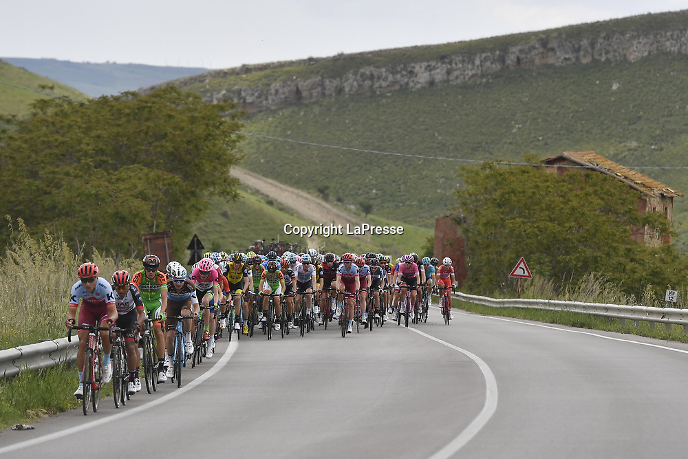 Photo Fabio Ferrari - LaPresse<br /> May 10, 2018 Caltanissetta (Italy)  <br /> Sport Cycling<br /> Giro d'Italia 2018 - 101th edition -  stage 6  Caltanissetta-Etna 164 KM<br /> In the pic: during the race
