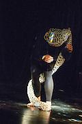 ATYPIQUE, DANS SON SALON<br /> SQUAT, Th&eacute;&acirc;tre MainLine, 18 octobre 2014. Atypique &mdash; Le Collectif: Marie-Pier Bazinet, Vanessa Bousquet, &Eacute;lise Bergeron, Philippe Poirier et Jessica Viau<br /> Dans son salon: Karenne Gravel et Emmalie Ruest