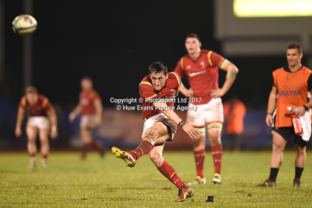 23.06.17 - Samoa v Wales -<br /> Sam Davies of Wales kicks at goal.<br /> Copyright photo: Ben Evans / www.photosport.nz