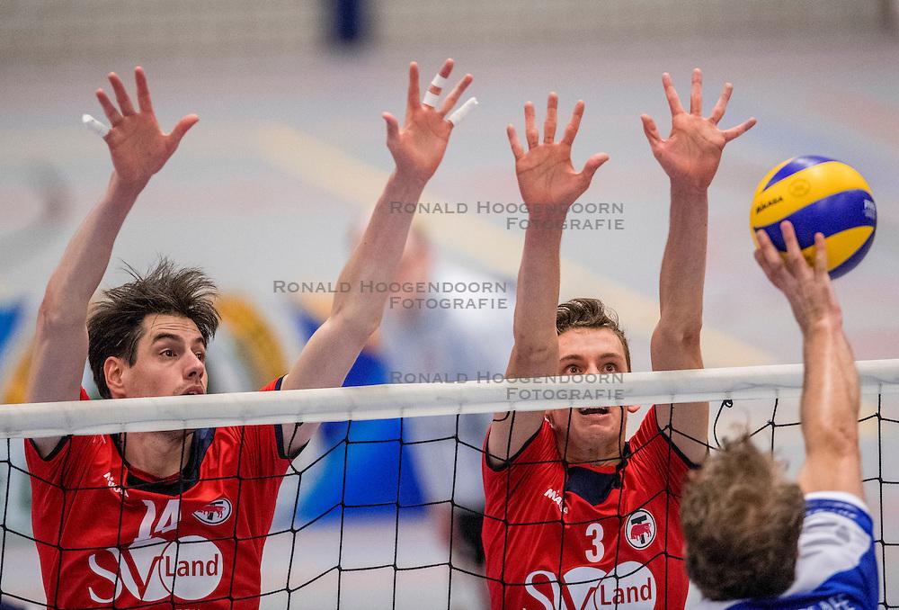 29-10-2016 NED: SV Land Taurus - Coniche Topvolleybal Zwolle, Houten<br /> Taurus wint vrij eenvoudig van Zwolle met 3-0 / Thijs Bouwman #14 of Taurus, Martijn de Haan #3 of Taurus
