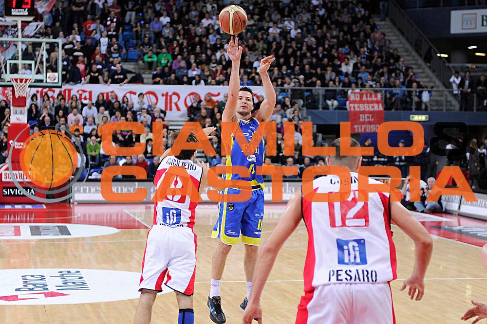 DESCRIZIONE : Pesaro Lega A 2011-12 Scavolini Siviglia Pesaro Fabi Shoes Montegranaro<br /> GIOCATORE : Ivan Zoroski<br /> CATEGORIA : tiro<br /> SQUADRA : Fabi Shoes Montegranaro<br /> EVENTO : Campionato Lega A 2011-2012<br /> GARA : Scavolini Siviglia Pesaro Fabi Shoes Montegranaro<br /> DATA : 11/12/2011<br /> SPORT : Pallacanestro<br /> AUTORE : Agenzia Ciamillo-Castoria/C.De Massis<br /> Galleria : Lega Basket A 2011-2012<br /> Fotonotizia : Pesaro Lega A 2011-12 Scavolini Siviglia Pesaro Fabi Shoes Montegranaro<br /> Predefinita :