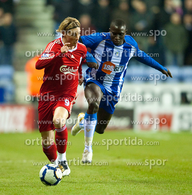 08.03.2010, DW Stadium, Wigan, ENG, PL, Wigan Athletic vs Liverpool FC, im Bild Liverpool's Fernando Torres and Wigan Athletic's Mohamed Diame, EXPA Pictures © 2010, PhotoCredit: EXPA/ Propaganda/ D. Rawcliffe / for Slovenia SPORTIDA PHOTO AGENCY.